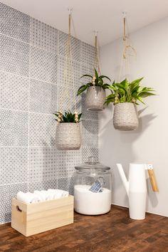 Container Gardening Guide: Grow Like a Pro Zebra Print Rug, Pot Lights, Butcher Block Countertops, Basement Renovations, Diy Table, Plant Decor, Container Gardening, Modern Design, House Design