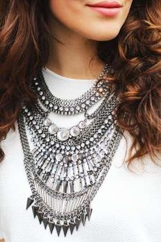Beautify your Diwali attire with this chic multi layered neck piece. Pair it up with those Indo-western outfits for Diwali to look hip and make heads turn without much effort.Buy similar here: www.forever21.com: Multilayered Necklace