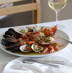 Warm shellfish with chilli, garlic, olive oil, parsley and lemon juice Rick Stein, Fish And Seafood, Fine Dining, Parsley, Seafood Recipes, Olive Oil, Garlic, Juice, Lemon