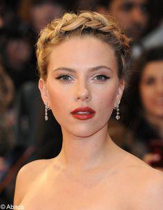 La tresse couronne de Scarlett Johansson
