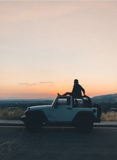 Summer Road Trip Essentials Summer Road Trip Essentials,Jeep Life O Summer Feeling, Summer Vibes, Summer Things, Road Trip Photography, Adventure Photography, Dirt Bike Girl, Jeep Wrangler Tj, Jeep Jeep, Jeep Cars
