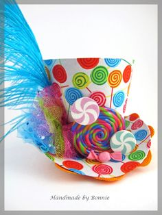 Custom Tiny Top Hat for Christa Lollipop di BonnieMadeDesigns Crazy Hat Day, Crazy Hats, Mad Hatter Hats, Mad Hatter Tea, Mad Hatters, Gouts Et Couleurs, Candy Land Theme, Candy Costumes, Costumes Kids