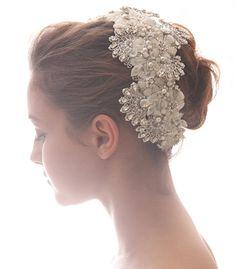 ヘッドの半分くらいを覆ってしまう大きさの ボリュームヘッドドレス。 360度どこから見られても、花嫁の顔周りに しっかりと華やぎを与えます。    ブライダルジュエリーのtamaraはwww.monsoon-bazaar.com/cittaでどうぞ    #wedding #bridal #headpiece #vintage #swarovski #weddingjewelry #costumejewelry #fascinator  #headdress  #headband #tiara #headpiece #bridalaccessory #tamara #citta #studiobarrack    #花嫁 #結婚式 #ウェディングアクセサリー #ヘッドピース #ウェディング #ブライダル #ブライダルアクセサリー #ヘッドドレス #ヴィンテージ #コスチュームジュエリー #花冠  #スワロフスキー #ティアラ #タマラ #スタジオバラック