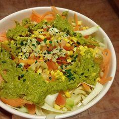 Para comer hoy tenemos un bowl de pasta cruda y cocida ✌ tiene👉 fideos fusili…