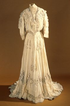 Dress Made Of Silk, Lace And Lenen, Made By G. Giuseffi L. T. Co. - American    c. 1905