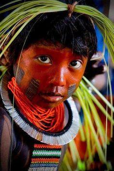 O índio não é predador Os séculos o fizeram parte da própria natureza Ele é como uma ave, Uma flor Um animal selvagem Um fator de equilíbrio Uma parte do todo.