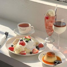 Image discovered by Alexis (///∇///✿). Find images and videos about food, aesthetic and sweet on We Heart It - the app to get lost in what you love. Think Food, I Love Food, Good Food, Yummy Food, Dessert Drinks, Dessert Recipes, Comida Picnic, Cute Desserts, Cafe Food
