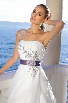 Ladybird wedding dress Model 34048 ivory-purple - Xsasa bruidsmode