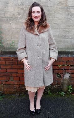 Stunning 1940's Tweed Coat with Faux Fur Collar Size 12