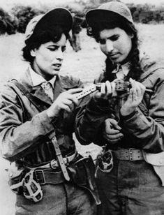 Femmes algériennes combattantes de l'ALN (Armée de Libération Nationale) durant la guerre d'Algérie 1954-1962.