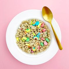 My favorite breakfast day of the year! Happy St. Patrick's Day, friends!! ✨ #luckycharms #stpatricksday #cereal #breaksfast #THEbest #magicallydelicious