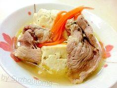 「煮豆腐と牛肉のコンソメスープ」コンソメで豆腐をぐらぐら煮立ててポクポクにしてから、牛肉と人参を入れて5分煮るだけです。コンソメと豆腐って、意外に合いますよー (^0^)/【楽天レシピ】