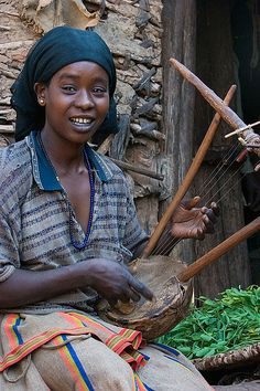A Konso girl playing a krar lyre (southern Ethiopia) African Drum, African Girl, Caribbean Homes, African Traditions, African Tribes, Portraits, Beautiful Mind, Beautiful Children, African History