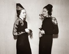 Two models wear hats with embroidered veils at a 1937 fashion show.vintage everyday: Fashion Models & Styles from the 1930s Fashion, Vintage Fashion, Fashion Models, Fashion Show, Fashion Hats, Fashion Online, High Fashion, Vintage Fur, Vintage Ideas
