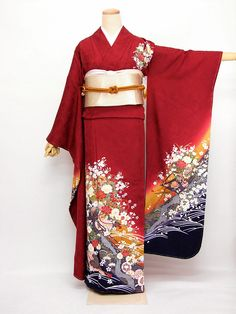 """ after I sold off my last furisode. They're beautiful, but so complex, and the closer I get to the ""age limit"" . Traditioneller Kimono, Furisode Kimono, Kimono Outfit, Kimono Fashion, Kabuki Costume, Cute Kimonos, Traditional Japanese Kimono, Modern Kimono, Japanese Outfits"