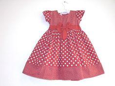 Vestido Poá Vermelho.  Tecido: Algodão      TAMANHO: 1 ANO  Medida do Vestido:    53 Cm de Comprimento  52 Cm de Cintura.    Ana