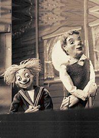 """Jeugdsentiment-4.jpg (195×270) Dappere Dodo!  ( en """"Tante Hannie""""de omroepster kondigde het aan. Na afloop van het kinderuurtje op woensdagmiddag, zwaaide ze altijd met gekruiste handen!)"""