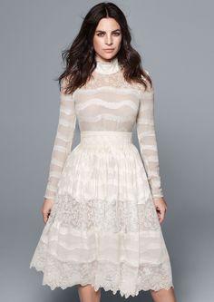 La dentelle envahit les collections, on en profite pour dénicher le modèle de robe de mariée pour la cérémonie civile ou pour se marier en court. Ici un omdèle H&M.