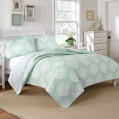 #LauraAshley #Coral Coast Mist Quilt Set. #mint #bed #beddingstyle #bedding #bedroom #beachy
