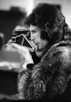 Archive Entertainment On Wire Image: Freddie Mercury And Queen Pictures