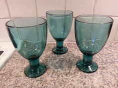 Iittala Kerttu Nurminen 3 st vinglas på Tradera. Iittala   Konstglas Mason Jar Wine Glass, Glass Design, Colored Glass, Finland, Retro Vintage, Tableware, Coloured Glass, Dinnerware, Dishes