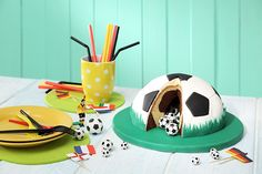 Backen zur EM: Einfache Fußball-Torte
