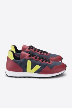 Veja SDU Hexa B-Mesh Sneaker Nautico Marsala Jaune Fluo by Amour Vert Veja Sneakers, Sneakers Nike, Marsala, Classic Style, My Style, Recycle Plastic Bottles, Making Out, Burgundy, Mesh