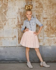 Tween Fashion Navigate the joy of tween design and style all the while giving freedom development along with promoting self respect Unique age-beTwe… – Preteen Clothing Outfit Ideas For Teen Girls, Kids Outfits Girls, Outfits Niños, Fashion Outfits, Fashion Trends, Fashion Hair, Trendy Outfits, Latest Fashion, Fashion Clothes