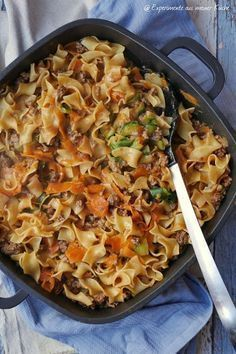 quail tagliatelle with minced meat - Gemüseschlangen-Bandnudeln mit Hackfleisch Vegetable quail tagliatelle with minced meat Easy Smoothie Recipes, Snack Recipes, Cooking Recipes, Healthy Eating Tips, Healthy Snacks, Minced Meat Recipe, Hamburger Meat Recipes, Carne Picada, Spaghetti Recipes