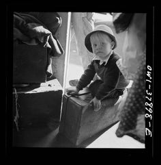 A Greyhound bus trip from Louisville, Kentucky, to Memphis, Tennessee, and the terminals. Small boy waiting for the bus at Chattanooga Photographer: Esther Bubley September 1943