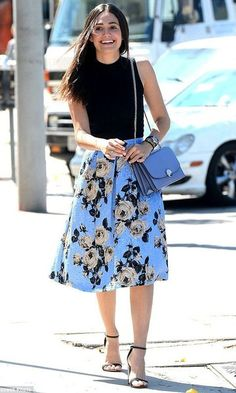 Emmy Rossum is fashionably feminine as she has lunch in a floral skirt Urban Fashion, Girl Fashion, Fashion Looks, Fashion Outfits, Fashion Design, Classy Outfits, Pretty Outfits, Expensive Clothes, Black Sleeveless Top