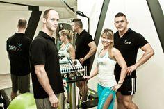 Programul E Fit este perfect pentru cei care sunt mereu în acțiune și care nu au întotdeauna timp pentru sport. În doar 20 de minute corpul tău va fi revitalizat, lucrat și flexibil. Starea ta de sănătate va crește în funcție de numărul de antrenamente pe care le poți efectua.