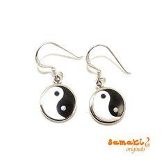 Am 10.Mai ist #Muttertag, NEU von #samakioriginals: Yin & Yang Perlmutt Ohrringe #Sterlingsilber, schwarz weiß Bei Yang handelt es sich um das Prinzip Sonne, bei Yin um das Prinzip Schatten. Der Übergang von Yin zu Yang ist dabei fließend. Es ist ein Symbol für das Gleichgewicht im Leben. direkt zu den Ohrringen im #onlineshop: http://www.samakishop.com/epages/61220405.sf/de_DE/…