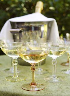 Aunque ahora se usan las copas flauta para servir champagne (o espumante cómo se llama legalmente), me encantan las antiguas copas de boca ancha. Muy vintage.