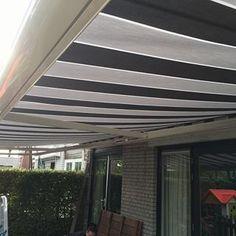 Zonnescherm geplaatst in Spijkenisse. #zonnescherm #knikarmcherm #zonweringsproducten #zonwering #spijkenissezonwering #streepdoek #dicksoncollectie #dickson #doekvervangen