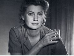 Lee Miller biography - An American photographer cum fashion model, Lee Miller was born in New York on 23 April She lived till July 1977 and during this time rose up the Lee Miller, Man Ray, War Photography, White Photography, Artistic Visions, Divas, Paolo Roversi, Muse Art, Best Portraits
