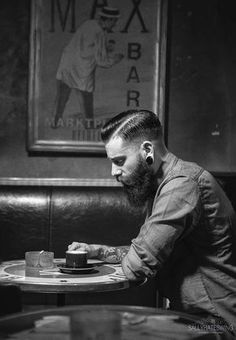Hipster beards have become some of the most sought after beard styles in recent times. Here are 70 bold and sexy hipster beard styles to play. Great Beards, Awesome Beards, Hipster Bart, Hipster Chic, Bart Styles, Beards And Mustaches, Moustaches, Black Haircut Styles, Sexy Bart