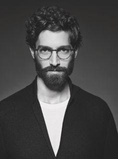 Depuis sa création, la collection 'Frames of Life' de Giorgio Armani est devenue un incontournable dans le domaine des lunettes tendance et ce n'est certainement pas Kelly Rippy qui s'en plaindra puisqu'il est de nouveau le visage d'une campagne placée sous le signe du hipster chic. A chacun son