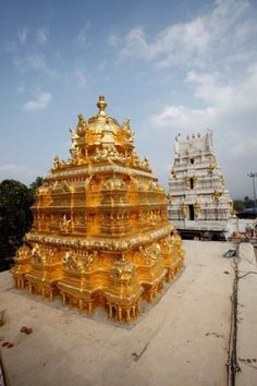 HappyShappy - India's Own Social Commerce Platform Indian Temple Architecture, India Architecture, Ancient Architecture, Beautiful Architecture, Water Architecture, Temple India, Hindu Temple, Hindus, Hinduism History