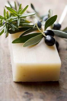 Hacer jabón de Aceite. Nuestra clienta Susana Groso nos enseña en este vídeo a hacer jabón de Aceite.