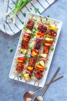 These Hawaiian BBQ Tempeh Kabobs are the perfect combination of sweet, tangy, and savory. Swap out the peppers for your favorite veggies and make these a meal the whole family will love! Tofu, Tempeh, Vegan Barbecue, Vegan Grilling, Vegan Dinner Recipes, Vegan Dinners, Vegan Appetizers, Healthy Recipes, Hawaiian Bbq
