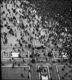 Werner Bischof - Piazza del Duomo, Milan, 1946. S)