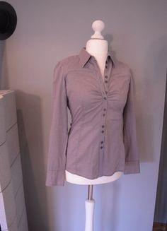 Kaufe meinen Artikel bei #Kleiderkreisel http://www.kleiderkreisel.de/damenmode/blusen/136715041-graue-bluse-mit-brustraffung-und-aufwandiger-knopfleiste