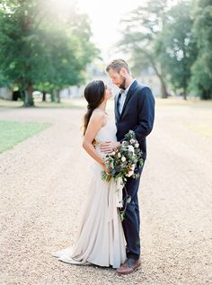 Engagement Session in a French Chateau | Wedding Sparrow | Alexandra Vonk Photography