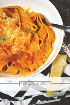 recipe - easy tomato vodka sauce | via vmac+cheese