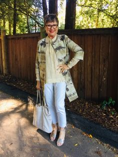Wearing a tote bag and how to organize it - Brenda Kinsel