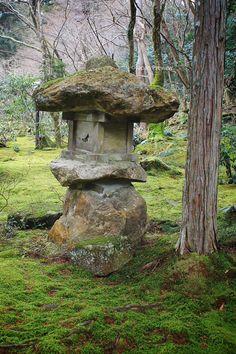 Stone Lantern, Sanzen-in, Kyoto, Japan Japanese Landscape, Japanese Garden Design, Japanese Architecture, Japanese Gardens, Japanese Garden Lanterns, Japanese Stone Lanterns, Bonsai, Art Chinois, Japan Garden