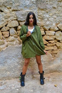 Khaki oversized anorak featuring an oversized hood, wide sleeves and two pockets at the sides.
