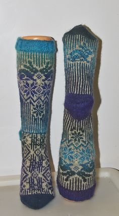 Haredrøm Knit Socks, Knitting Socks, Baby Knitting, Knit Purl, How To Purl Knit, Awesome Socks, Cool Socks, Boot Toppers, Learn How To Knit