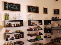 Sin duda alguna, en Querétaro hay cada vez mayor conciencia de lo verde, lo ecológico y lo natural. Acaba de abrir la tienda Mesa Verde (Ángela Peralta 22, esq. Pasteur) donde venden todo tipo de p…